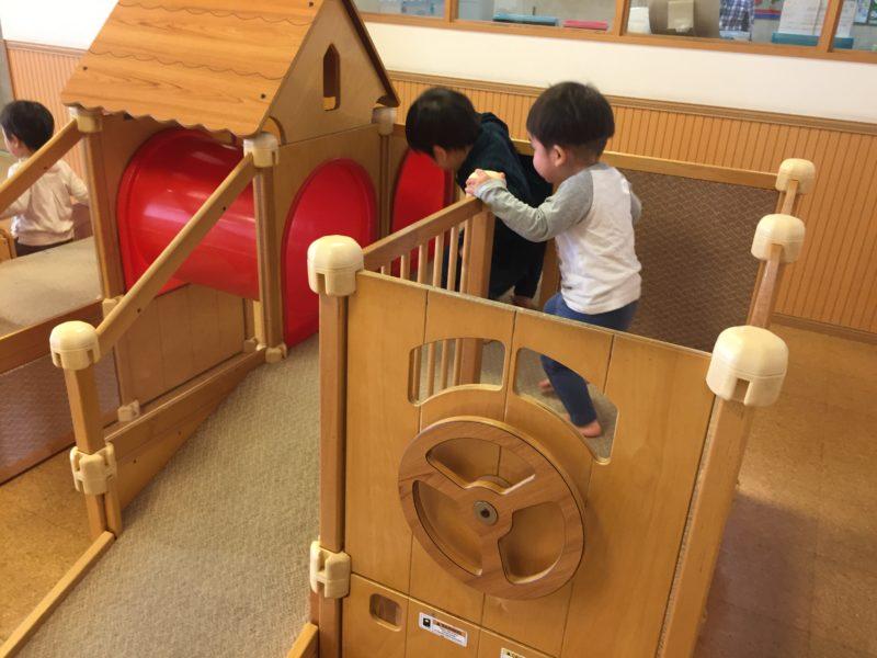 育児支援センターの遊具