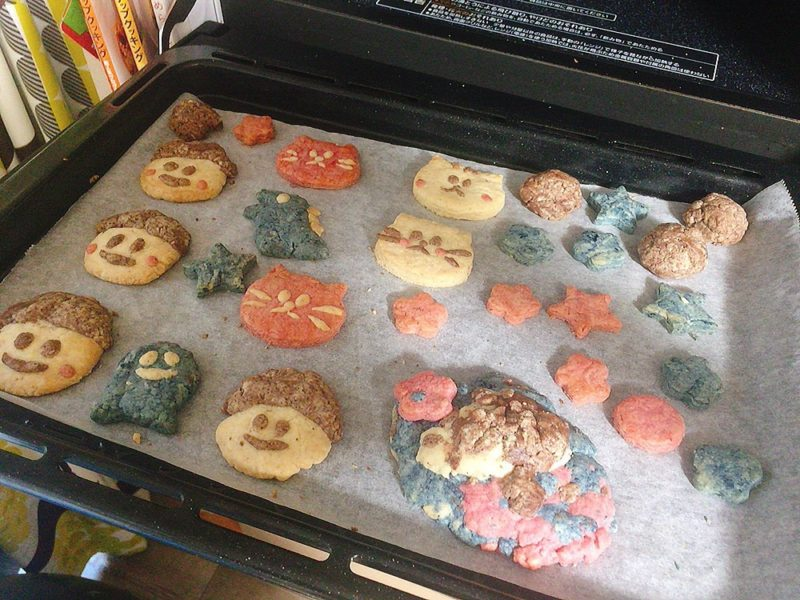 子供と一緒にクッキー作り焼き方