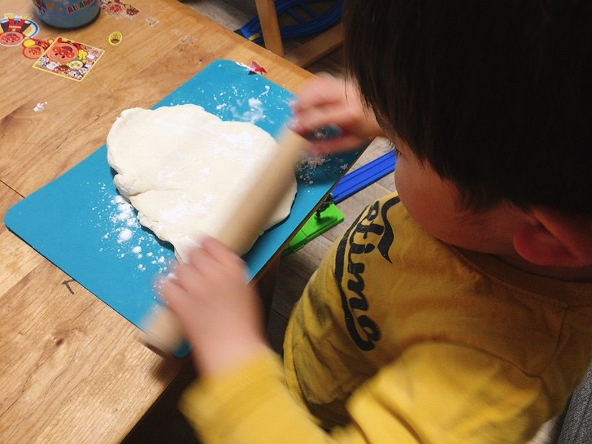 子供と一緒に粉から手作りうどん