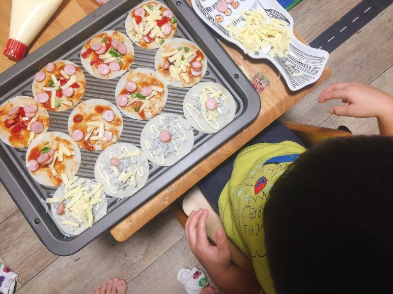 子供と一緒に餃子の皮ピザ