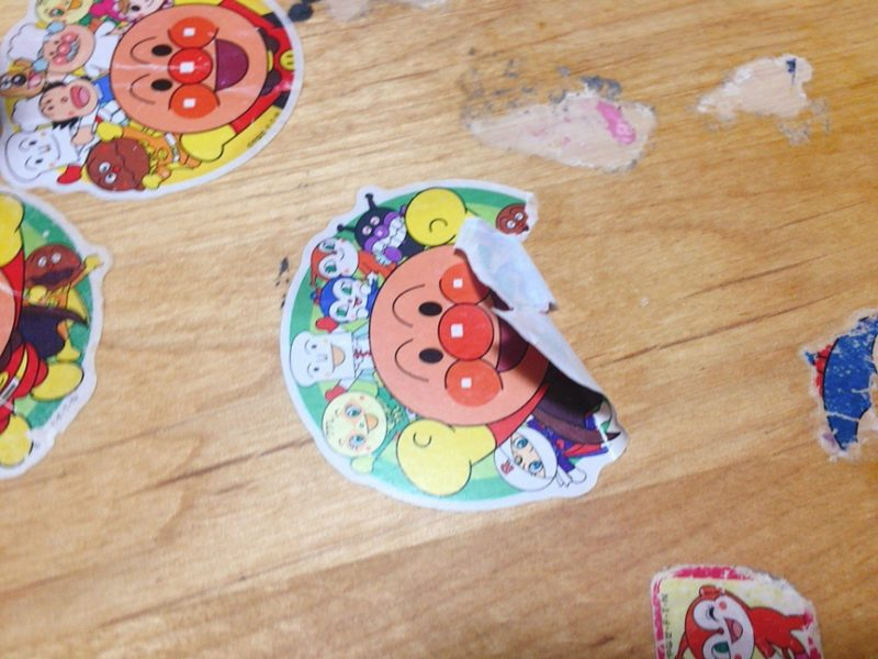 テーブルに貼ったシールをドライヤーで剥がしてみた