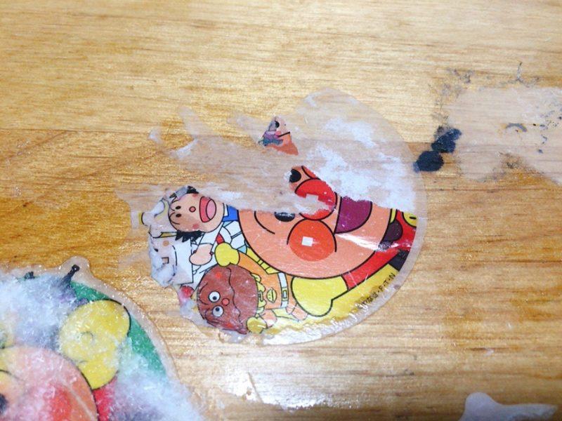 テーブルに貼ったシールをお酢で剥がしてみた