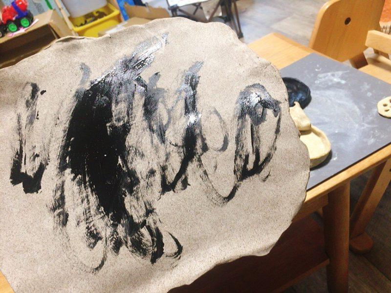 オーブン粘土に色を塗る