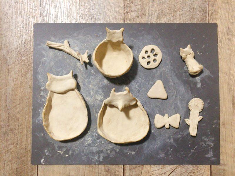 オーブン粘土で作った食器や箸置きを乾燥させる