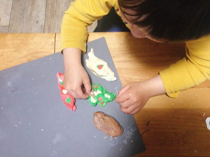 小麦粘土を3歳の息子と作ってみた