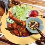 アンゴラ料理風のレシピと献立│濃厚鶏肉とオクラのトマト煮