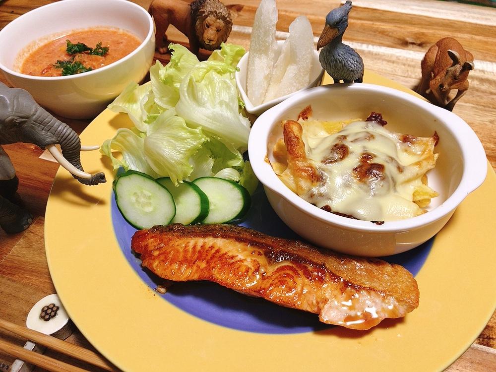 【世界の料理】カナダ料理のレシピと献立│子供大好き!ポテトチーズとサーモンのメープル焼き