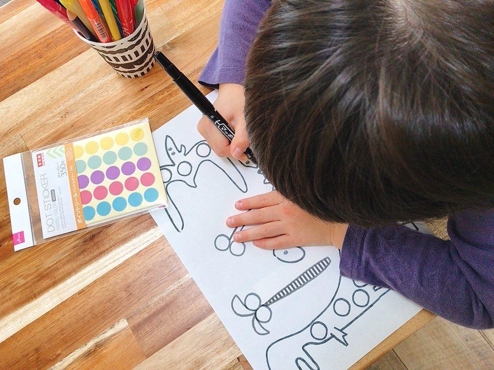 【無料ダウンロード】恐竜と虫と新幹線の塗り絵もできるシール台紙