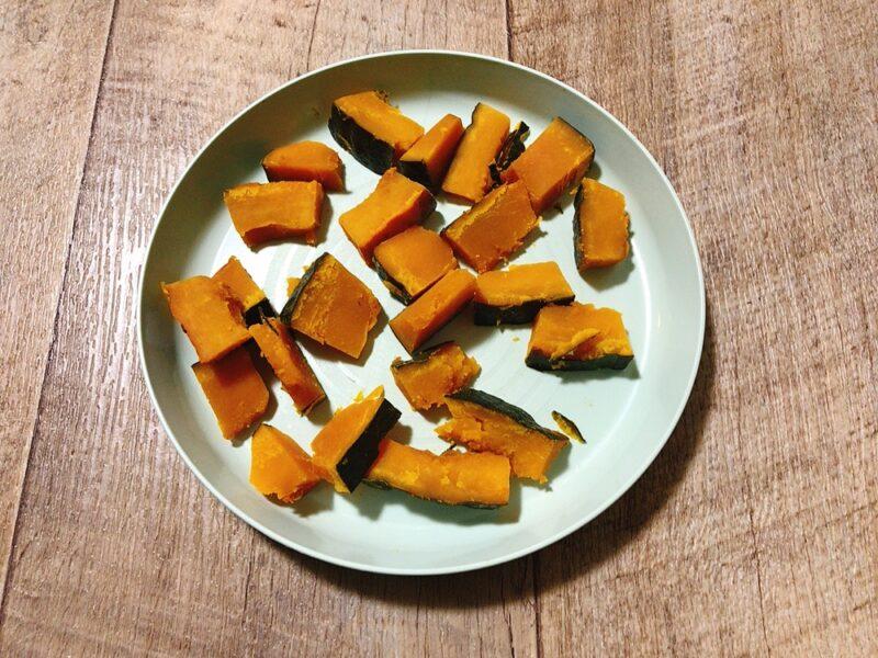 手づかみ食べのかぼちゃ